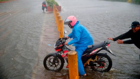 A motorist tries to avoid the flooding in Manila on September 15.
