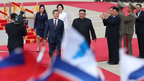 Kim meets Moon at the airport in Pyongyang on September 18.
