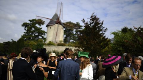 """Each year the grandstands at Longchamp Racecourse fill with the """"crème de la crème"""" of European society."""