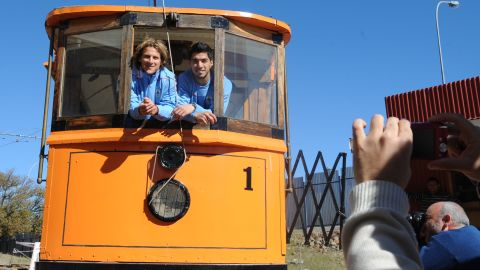 Uruguay's strikers Diego Forlan (L) and Luis Suarez pose during a visit to the Big Hole museum of mine history in Kimberley on June 9, 2010 ahead of the start of the 2010 World Cup football tournament in South Africa. AFP PHOTO / Rodrigo ARANGUA (Photo credit should read RODRIGO ARANGUA/AFP/Getty Images)