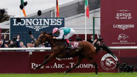 Jockey Frankie Dettori, on his horse Enable, races to win the 96th Qatar Prix de l'Arc de Triomphe horse race at the Chantilly racecourse, north of Paris on October 1, 2017.  Frankie Dettori won a record fifth Prix de l'Arc de Triomphe as 10-11 favourite Enable stormed to victory at Chantilly. The three-year-old John Gosden-trained filly Enable got off to a fast start and was perfectly placed when Dettori unleashed her in the home straight to easily beat Cloth of Stars (25-1) into second by two and a half lengths, with Michael Stout's Ulysses (9-1) third.  / AFP PHOTO / Thomas SAMSON        (Photo credit should read THOMAS SAMSON/AFP/Getty Images)