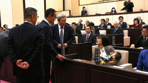 The moment in November 2017 when Japanese politician Yuka Ogata was confronted about her decision to bring her baby son into the Kumamoto council chamber.