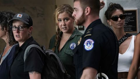 WASHINGTON, DC - OCTOBER 04:  Comedian Amy Schumer waits to be led away after being arrested during a protest against the confirmation of Supreme Court nominee Judge Brett Kavanaugh October 4, 2018 at the Hart Senate Office Building on Capitol Hill in Washington, DC. Senators had an opportunity to review a new FBI background investigation into accusations of sexual assault against Kavanaugh and Republican leaders are moving to have a vote on his confirmation this weekend. (Photo by Alex Wong/Getty Images)