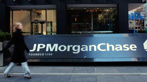 NEW YORK - JANUARY 16:  The JPMorgan Chase building in midtown Manhattan is seen January 16, 2008 in New York City.  JPMorgan Chase announced that fourth quarter income has dropped over 30 percent, more than many analysts expected.  (Photo by Chris Hondros/Getty Images)