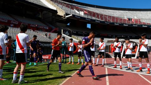 """The """"Wild Boars"""" team enter the field for the friendly match against River Plate's youth team."""