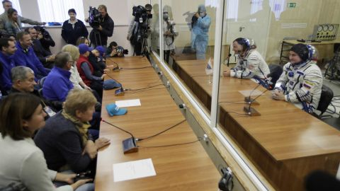 Hague and Ovchinin speak with their relatives through safety glass prior to the launch of Soyuz MS-10.