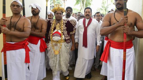 Sri Lanka's former president and new prime minister Mahinda Rajapakse arrives at the Temple of the Sacred Tooth Relic in Kandy on October 28, 2018.