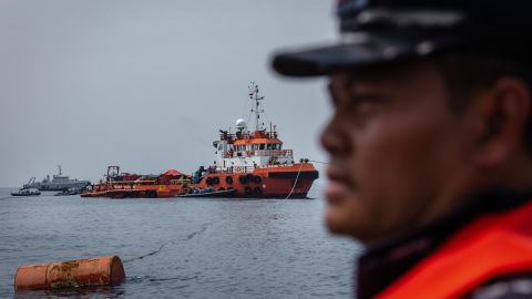 JAKARTA, INDONESIA - NOVEMBER 03:  Indonesian navy personnel searching for victims and fuselage of the Lion Air flight JT 610 at the sea on November 3, 2018 in Jakarta, Indonesia. Indonesian authorities said on Saturday that a diver who joined the search operation for Lion Air flight 610 had died after being found unconscious on Friday, possibly due to an accident while diving. All 189 passengers and crew for the Boeing 737 plane are feared dead as rescuers as investigators and agencies from around the world continue its week-long search for victims and the cockpit voice recorder which might solve the mystery to the deadly crash into the Java sea shortly after takeoff.  (Photo by Ulet Ifansasti/Getty Images)