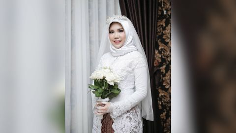 """Pratama asked his bride-to-be to wear a white kebaya, a traditional blouse, and hold a bouquet of """"fresh white roses."""""""