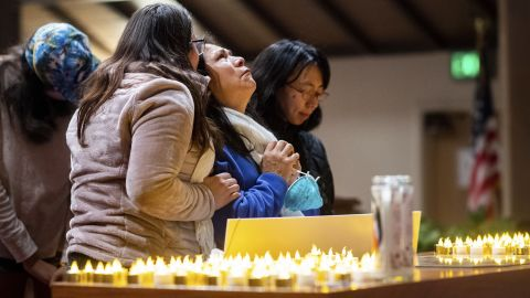 Lidia Steineman, who lost her home in the Camp Fire, prays during a vigil for fire victims on November 18 in Chico, California. More than 50 people gathered at the memorial service.