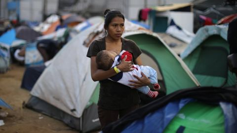 Jessica Perez, 18, from El Salvador, part of a caravan of thousands of migrants from Central America trying to reach the United States, nurses her 6-month-old son, Giovanni, in a temporary shelter in Tijuana, Mexico, November 28, 2018. REUTERS/Lucy Nicholson