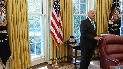 WASHINGTON, DC - OCTOBER 20:  White House Chief of Staff John Kelly stands in the Oval Office while President Donald Trump meets with UN Secretary General António Guterres, at the White House on October 20, 2017 in Washington, DC.  (Photo by Mark Wilson/Getty Images)