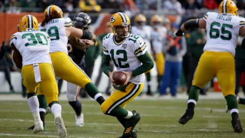 Aaron Rodgers looks to pass the football in the second quarter against the Chicago Bears.