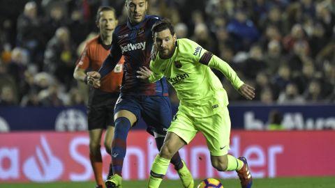 Levante midfielder Ruben Rochina (left) vies with Messi at the Ciutat de Valencia stadium.