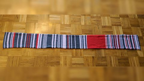 The scarf shows rail delays of at least 30 minutes in bright red.