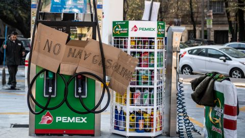 View of a gas station closed due to lack of fuel in Mexico City, on January 9, 2019. - Mexican President Andres Manuel Lopez Obrador recently announced a joint plan with state-run oil company Pemex to tackle fuel theft from pipelines and within the company. (Photo by Pedro PARDO / AFP)        (Photo credit should read PEDRO PARDO/AFP/Getty Images)