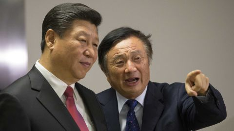 Chinese President Xi Jinping (L) is shown around the offices of Huawei by Ren Zhengfei .
