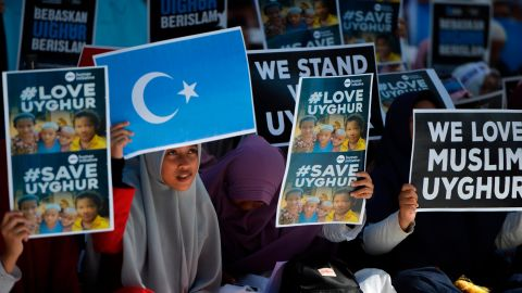 Indonesian Muslims demonstrate to denounce the Chinese goverment's policy on Uyghur Muslims in Banda Aceh, Aceh province on December 21, 2018. (Photo by CHAIDEER MAHYUDDIN / AFP)        (Photo credit should read CHAIDEER MAHYUDDIN/AFP/Getty Images)