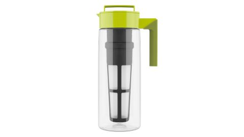 """<strong>A tea infuser that chills freshly brewed tea in seconds ($24.99;</strong><a href=""""https://www.target.com/p/takeya-flash-chill-iced-tea-maker/-/A-50968212"""" target=""""_blank"""" target=""""_blank""""><strong> target.com</strong></a><strong>)</strong>"""