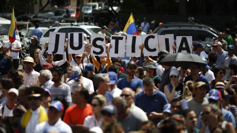 CARACAS, VENEZUELA - JANUARY 26: Hundreds of people demand justice as part of a demostration in support of Juan Guaido self-proclaimed interim President of Venezuela on January 26, 2019 in Caracas, Venezuela. Opposition leader Juan Guido has self-proclaimed as interim President of Venezuela against Nicolas Maduro's government. Many world leaders have expressed their support for Guaido this week while others stand behind Maduro. (Photo by Marco Bello/Getty Images)