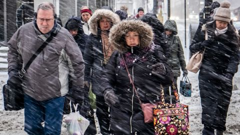 Morning commuters face a tough slog on Wacker Drive in Chicago, Monday, Jan. 28, 2019. (Rich Hein/Chicago Sun-Times via AP)