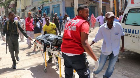 Emergency rescue staff carry the body of a victim on a gurney at the scene of a car-bomb attack on February 4, 2019 in Somalia capital Mogadishu's Hamarwayne District. (Photo by ABDIRAZAK HUSSEIN FARAH / AFP)