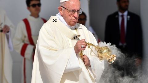 Pope Francis (C) leads mass for an estimated 170,000 Catholics at an Abu Dhabi sports stadium on February 5, 2019. (Photo by Vincenzo PINTO / AFP)        (Photo credit should read VINCENZO PINTO/AFP/Getty Images)