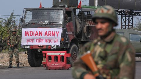 An Indian army soldier stands guard during a curfew in Jammu on February 18, 2019. - Indian authorities withdrew police protection for five separatist leaders in Kashmir on February 17 amid mounting fallout from a suicide bombing that killed 41 soldiers in the disputed region. New Delhi has vowed to retaliate after a van packed with explosives ripped through a convoy transporting 2,500 soldiers across the Indian-administered territory on February 14, the deadliest-ever attack in a 30-year-old armed conflict. (Photo by Rakesh BAKSHI / AFP)        (Photo credit should read RAKESH BAKSHI/AFP/Getty Images)