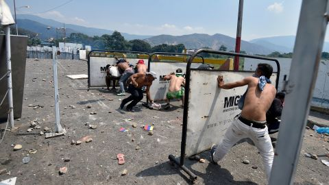Demonstrators clash with Venezuelan soldiers at the Simon Bolivar International Bridge in Cucuta, Colombia, on Saturday, February 23.