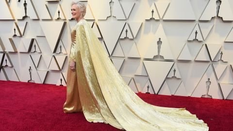 Best actress nominee Glenn Close wore a gold dress and matching clutch, looking every bit the statuette she hopes to take home. The custom hand-embroidered dress by Carolina Herrera weighed 42 pounds and was made from 4 million beads.