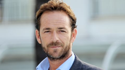 """Actor Luke Perry poses during the TV series photocall """"Goodnight for Justice"""" during the 26th edition of the five-day MIPCOM, on October 5, 2010 in Cannes. Thousands of TV content buyers are due to attend this year's international audiovisual entertainment trade show.  AFP PHOTO / VALERY HACHE (Photo credit should read VALERY HACHE/AFP/Getty Images)"""