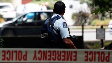 A police officer secures the area in front of the Masjid al Noor mosque after a shooting incident in Christchurch on March 15, 2019. - Attacks on two Christchurch mosques left at least 49 dead on March 15, with one gunman -- identified as an Australian extremist -- apparently livestreaming the assault that triggered the lockdown of the New Zealand city. (Photo by Tessa BURROWS / AFP)        (Photo credit should read TESSA BURROWS/AFP/Getty Images)