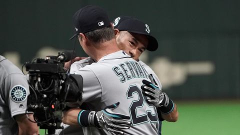 Ichiro hugs Mariners manager Scott Servais as he is introduced prior to the game.