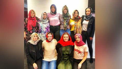New Zealand women are wearing headscarves to show their support for the Muslim community a week after the mosque attacks.