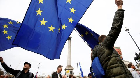 EU supporters, calling on the government to give Britons a vote on the final Brexit deal, wave EU flags as they participate in the 'People's Vote' march in central London, Britain March 23, 2019. REUTERS/Henry Nicholls