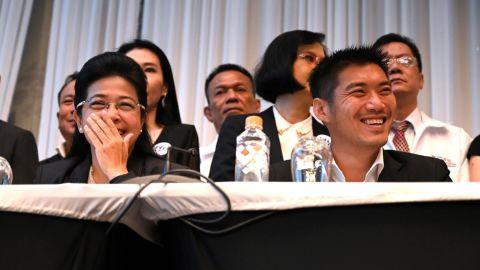 Pheu Thai party leader Sudarat Keyuraphan (L) and Future Forward Party leader Thanathorn Juangroongruangkit in Bangkok on March 27, 2019.