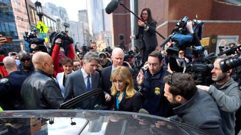 Actor Felicity Huffman leaves the federal courthouse after facing charges in a nationwide college admissions cheating scheme in Boston, Massachusetts, U.S., April 3, 2019.  REUTERS/Gretchen Ertl     TPX IMAGES OF THE DAY