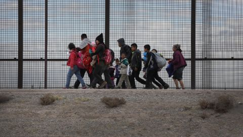 EL PASO, TEXAS - FEBRUARY 01: Central American immigrants walk along the border fence after crossing the Rio Grande from Mexico on February 01, 2019 in El Paso, Texas. The migrants later turned themselves in to U.S. Border Patrol agents, seeking political asylum in the United States. (Photo by John Moore/Getty Images)