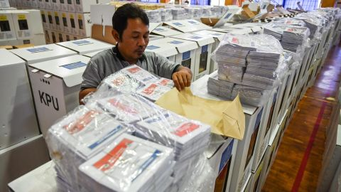 An official prepares ballot boxes and other voting materials in Jakarta on April 11, 2019, ahead of presidential and legislative elections. - Some 192 million Indonesians are set to vote on April 17 across the world's third-biggest democracy, electing officials from local legislators to president. (Photo by BAY ISMOYO / AFP)        (Photo credit should read BAY ISMOYO/AFP/Getty Images)