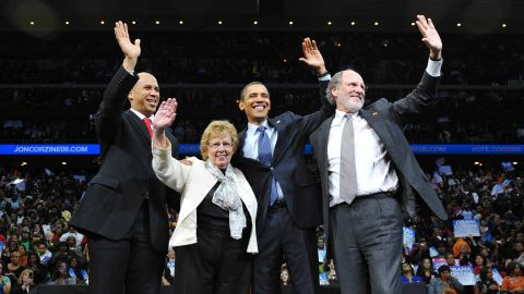 From left, Booker, Lt. Gov. candidate Loretta Weinberg, US President Barack Obama and New Jersey Gov. Jon Corzine wave at a gubernatorial campaign rally in November 2009.