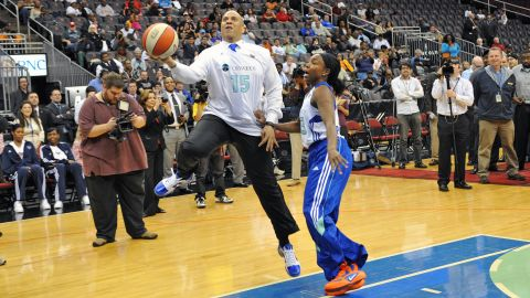 Booker plays a game of one-on-one with pro basketball player Cappie Pondexter in May 2011.