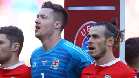 Hennessey with Wales teammate Gareth Bale.