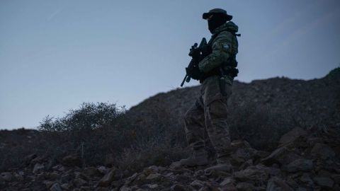 """Stinger, a member of Constitutional Patriots New Mexico Border Ops Team militia is pictured on patrol at the US-Mexico border near Mt. Christo Rey in Sunland Park, New Mexico on March 20, 2019. - The militia members say they will patrol the US-Mexico border near Mt. Christo Rey, """"Until the wall is built."""" In recent months, thousands of Central Americans have arrived in Mexico in several caravans in the hope of finding a better life in the United States. US President Donald Trump has branded such migrants a threat to national security, demanding billions of dollars from Congress to build a wall on the southern US border. (Photo by Paul Ratje / AFP)        (Photo credit should read PAUL RATJE/AFP/Getty Images)"""