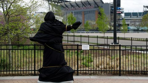 """A statue of """"God Bless America"""" singer Kate Smith outside the Philadelphia Flyers' arena was covered on Friday and then removed  Sunday morning."""