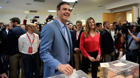 Spanish Prime Minister and Spanish Socialist Party (PSOE) candidate for prime minister Pedro Sanchez casts his ballot next to his wife Begona Gomez at a polling station in Madrid during general elections in Spain on April 28, 2019. - Spain returned to the polls for unpredictable snap elections marked by the resurgence of the far-right after more than four decades on the outer margins of politics. (Photo by JAVIER SORIANO / AFP)        (Photo credit should read JAVIER SORIANO/AFP/Getty Images)