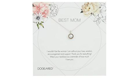 """<strong>Dogeared Best Mom Flower Card Large Bezel Pearl Pendant Chain Necklace ($56; </strong><a href=""""https://amzn.to/2Lhypvg"""" target=""""_blank"""" target=""""_blank""""><strong>amazon.com</strong></a><strong>)</strong><br />This pretty pearl necklace is dainty enough for mom to wear everyday and keep you close to her heart"""