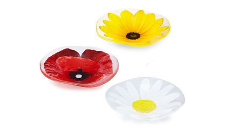 """Wavy Flower Bowls ($55; <a href=""""https://www.uncommongoods.com/product/wavy-flower-bowls"""" target=""""_blank"""" target=""""_blank"""">uncommongoods.com</a>)"""