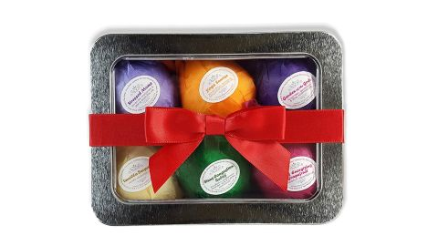 """Bath Bomb Gift ($13.95;<a href=""""https://amzn.to/2DHCEd6"""" target=""""_blank"""" target=""""_blank""""> amazon.com</a>)"""