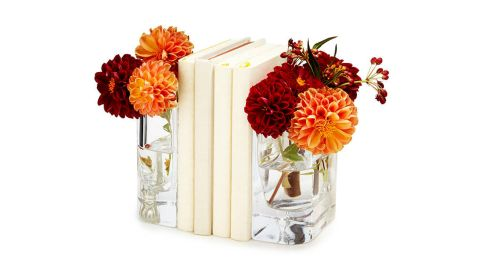 """Vase Bookends ($45; <a href=""""https://www.uncommongoods.com/product/vase-bookends"""" target=""""_blank"""" target=""""_blank"""">uncommongoods.com</a>)"""