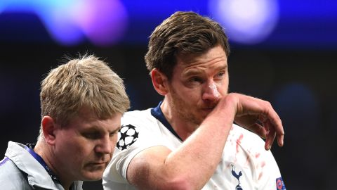 LONDON, ENGLAND - APRIL 30:  Jan Vertonghen of Tottenham Hotspur is injured during the UEFA Champions League Semi Final first leg match between Tottenham Hotspur and Ajax at at the Tottenham Hotspur Stadium on April 30, 2019 in London, England. (Photo by Laurence Griffiths/Getty Images)